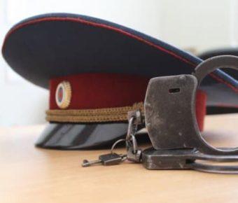 Сотрудники полиции проверили и «украсили » документы