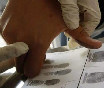 Снимать отпечатки пальцев иностранных граждан могут начать уже осенью